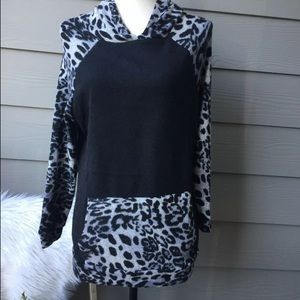 Entro Boutique SIZE SMALL animal Print with Hoodie